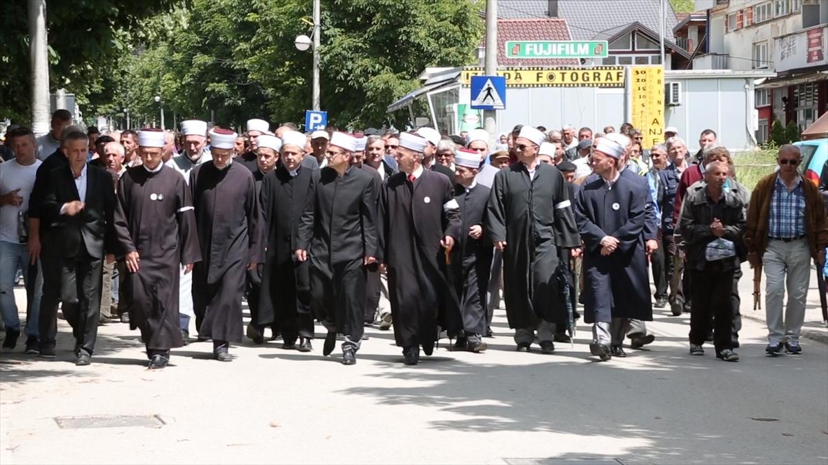 Mimohodom glavnom ulicom obilježene 24 godine od razaranja Kozarca