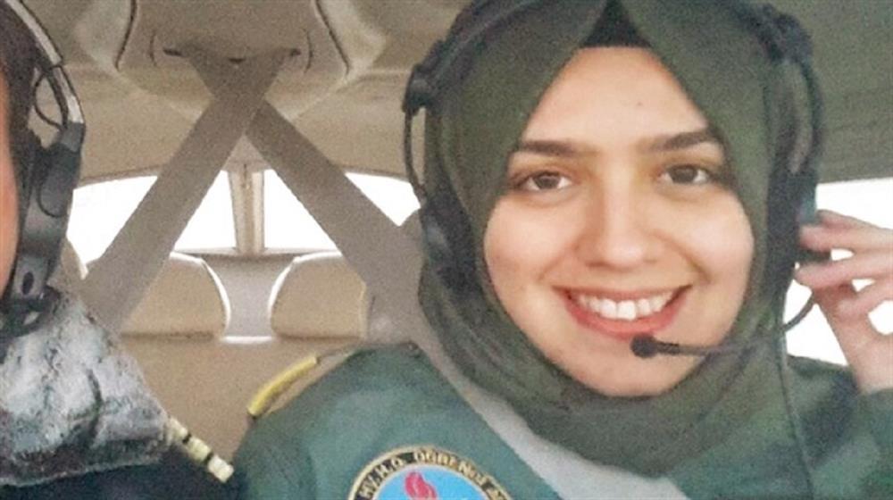 Turska: Prvi ženski pilot sa hidžabom