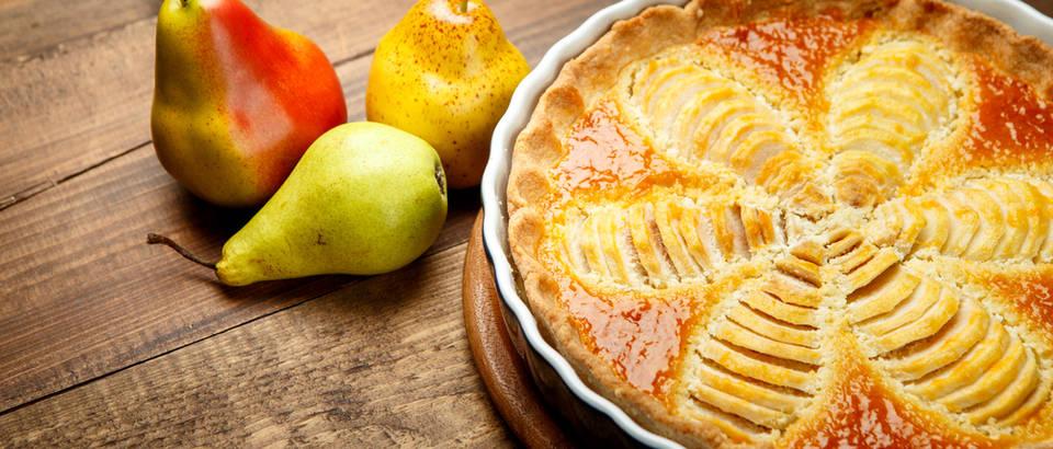 Jamie Oliver: Bezglutenska torta sa đumbirom, kruškama i bademima