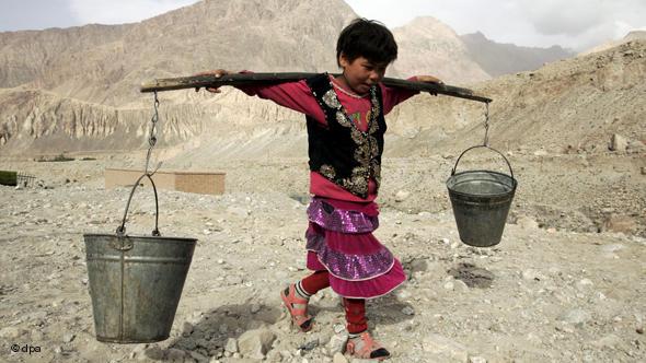 Somalija: Djeca prodajom vode nastoje zaraditi za rijetki obrok