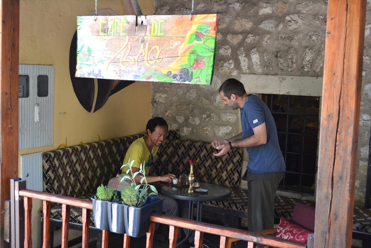 Oživio stari zanat: Mostarom se širi miris kafe iz pržionika Jasminovih roditelja