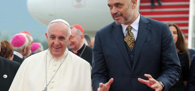 Jača katolički uticaj u Albaniji: Ugrožena prava muslimana i pravoslavaca