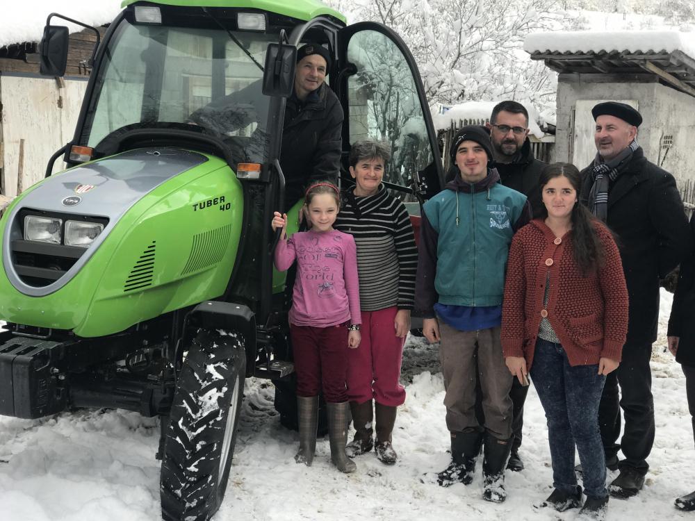 Ministar Ramić i muftija Pitić u Rogatici: Porodica Herceglija dobila i traktor