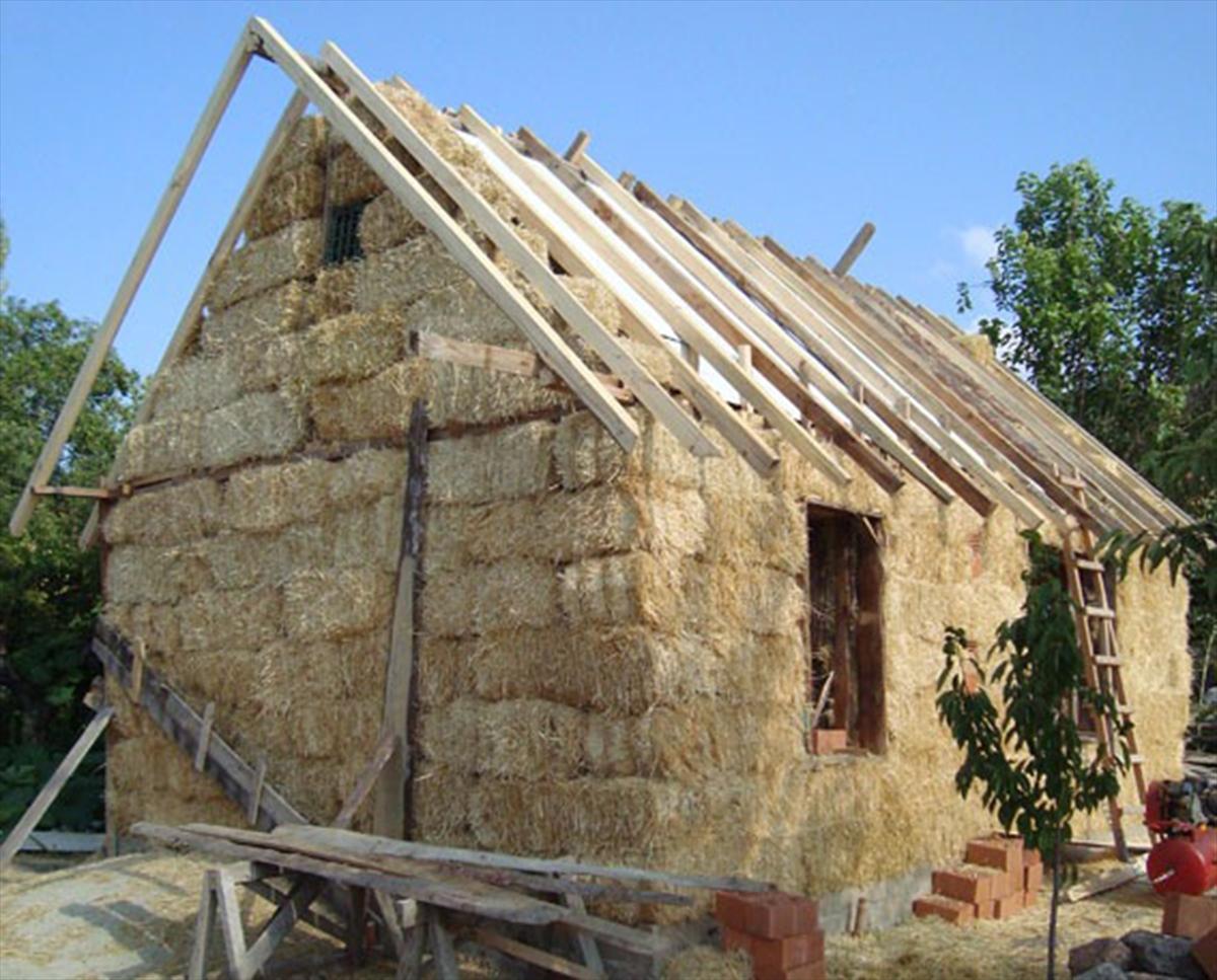 Turska: Bračni par živi u kući napravljenoj od 160 bala sijena FOTO