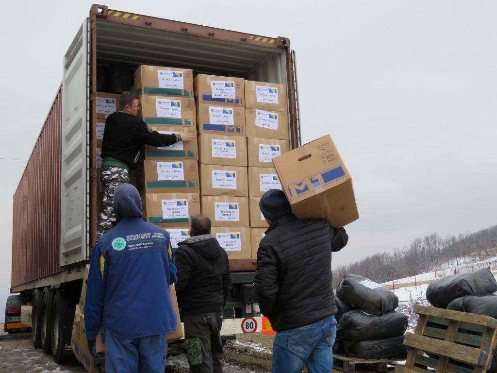 MFS – EMMAUS: Kamion sa odjećom i obućom krenuo za Siriju