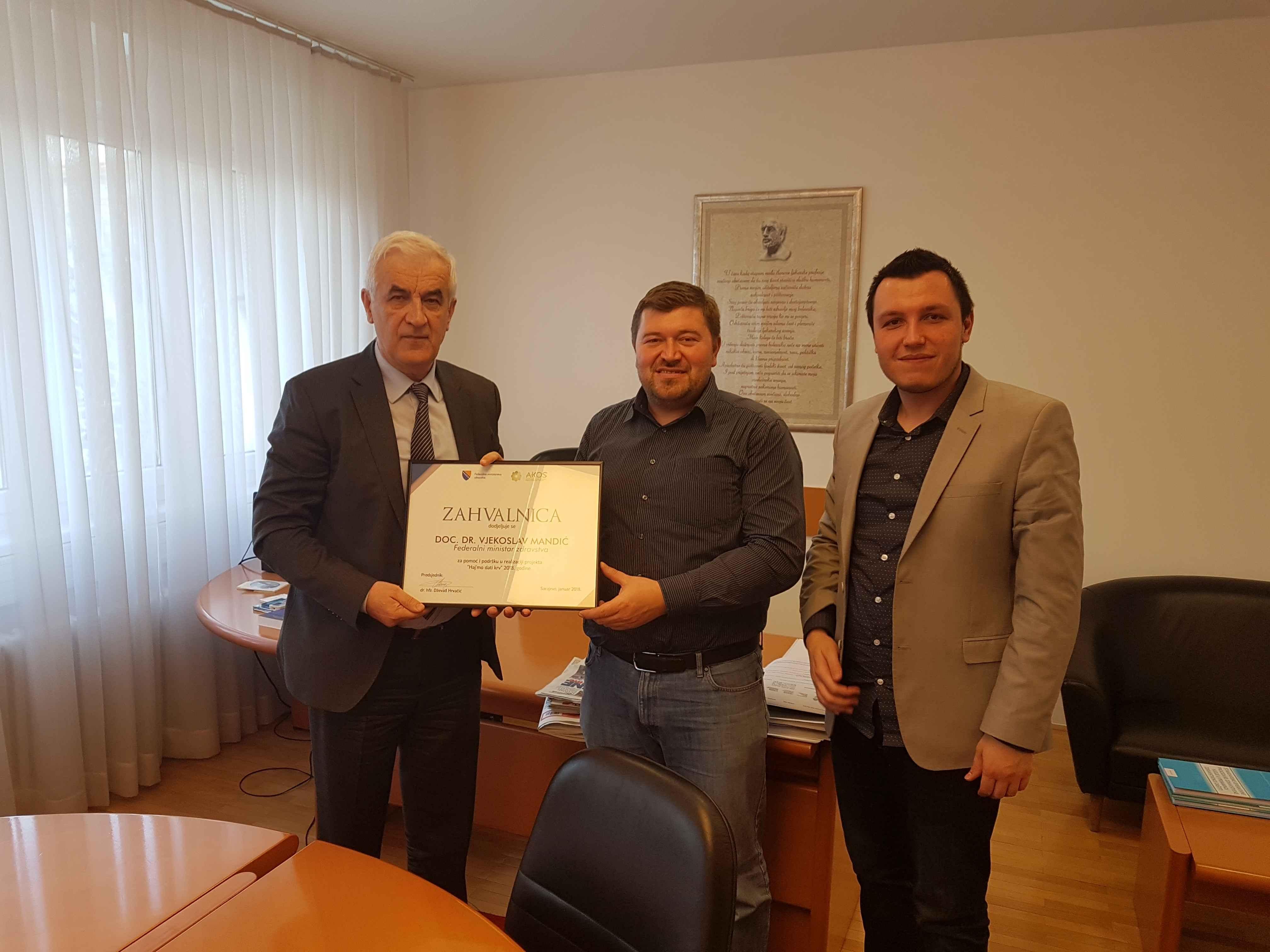 Predstavnici AKOS-a uručili zahvalnicu ministru zdravstva Federacije BiH doc.dr. Vjekoslavu Mandiću