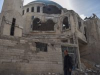 Istočna Guta: Mujezin Ebu Gassan uči ezan za svaki namaz u uništenoj džamiji