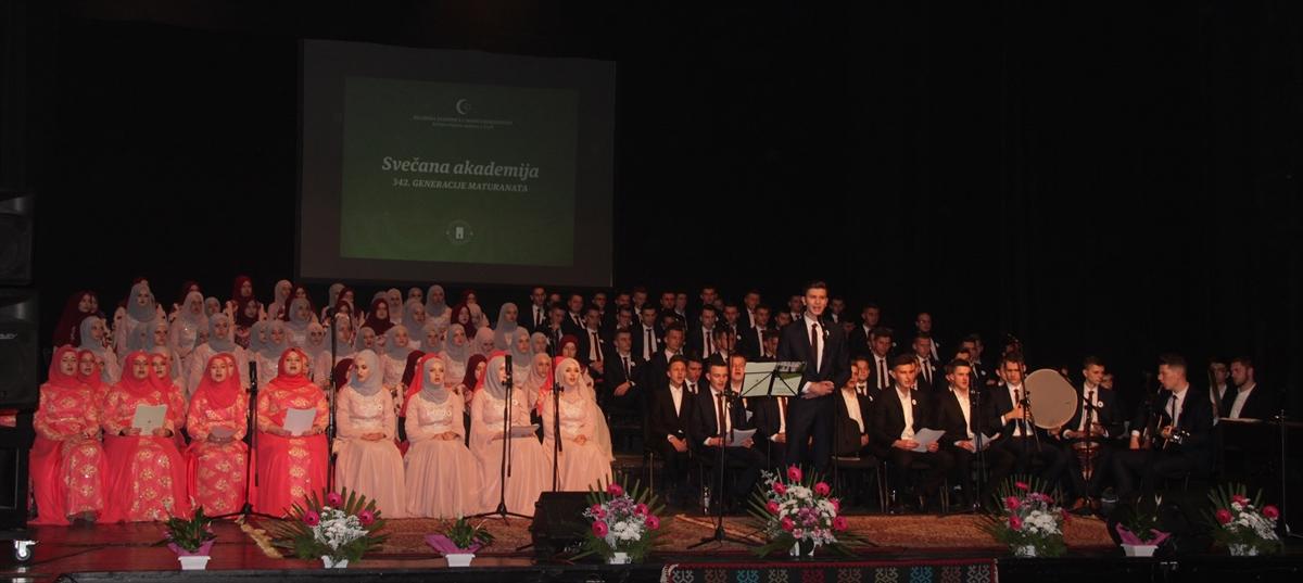 """Akademija Behram-begove medrese: Ispraćaj 119 maturanata """"ponosa zajednice"""""""