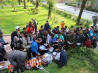 Bez reakcije nadležnih: 400 migranata u V. Kladuši, građani donose hranu