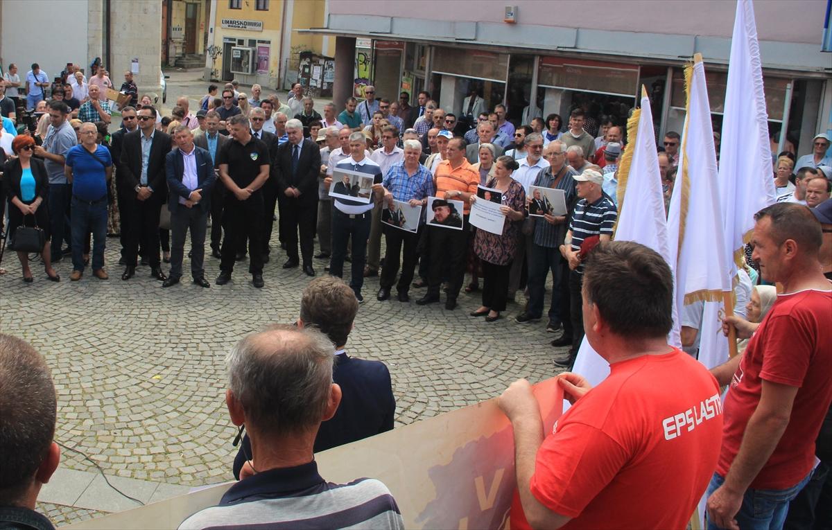 Tuzla: Nekoliko stotina građana na skupu podrške Dudakoviću i njegovim saborcima