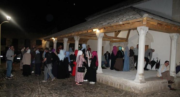 Mostar: Nakon 70 godina klanjan prvi namaz u obnovljenoj Sinan-pašinoj džamiji