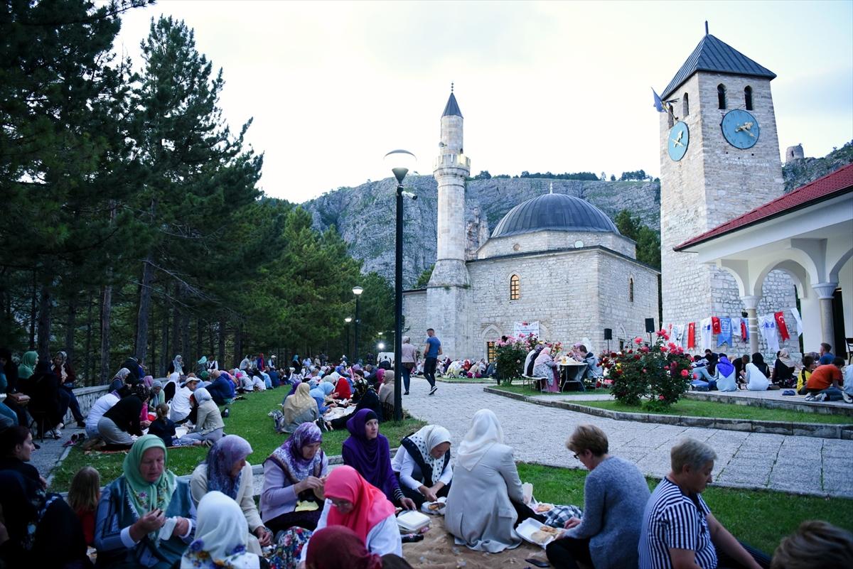 Livno: Ispred džamije Ahmeta Dukatara iftar za 500 postača