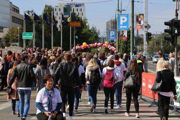 """Veliki broj učesnika """"Race for the cure"""" za podršku borbi protiv karcinoma dojke"""