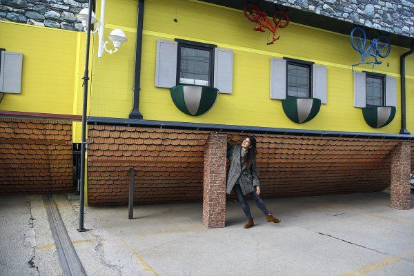 """Istanbul: """"Izvrnuta"""" kuća u kamionskoj prikolici"""