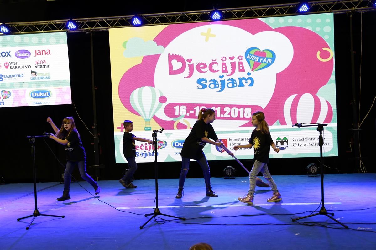 Dječiji sajam u Sarajevu: Smijeh, recitacije, ples i klizanje mališana