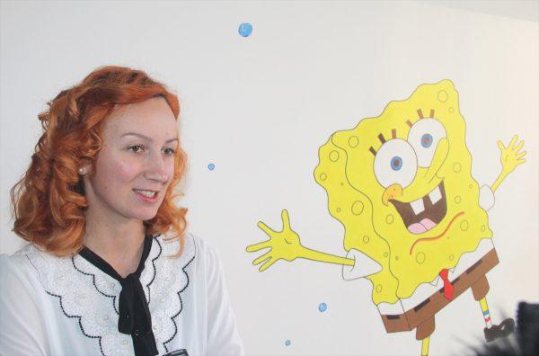 Tuzla: Zehrina Karić, akademska slikarica, oslikala zidove u Klinici za dječije bolesti